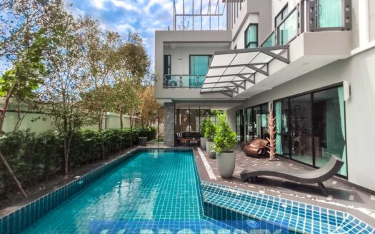 , Luxury 6 Bedroom Property in Contemporary Design near Central Festival.