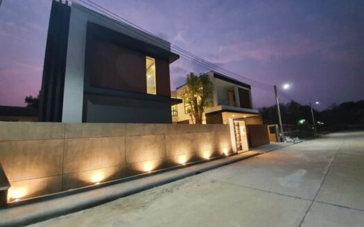 , Brand New Luxury Pool Villa for Sale in Jed Yod