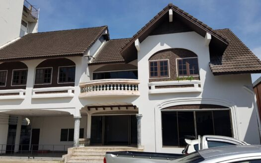 , Spacious 5 Bedroom House for Rent near University